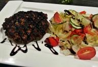 Biftechi de vită + Salată de dovlecei marinati aroma zen