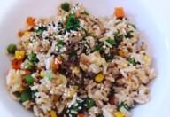 Orez prajit cu ou, ghimbir și sos de soia